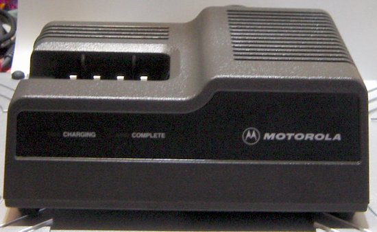 Picture of: motorola 2-way radio charger ntn4633c mt1000 p200 ht600 mtx810 mtx900 and tech talk, comments, help & reviews.