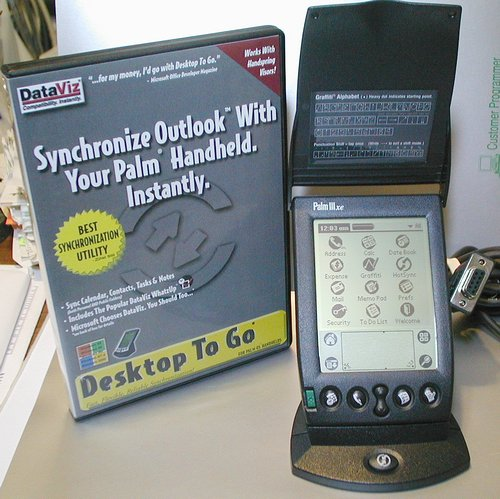 Picture of: palm pilot iiixe pda + dataviz desktop to go sync palm-3xe with outlook and tech talk, comments, help & reviews.